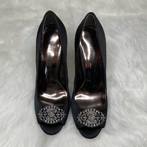 *NWOT* Audrey Brooke Black Satin Peep Toe Pump
